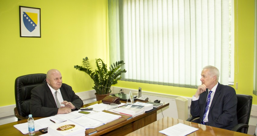Brčko Supervisor Michael Scanlan meets Director of the Brčko District Finance Directorate Mato Lučić
